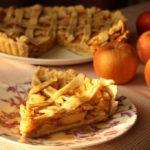 Tarta cu mere si sos de caramel de post
