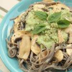 Natural Cuisine – Taitei de hrisca cu ciuperci si sos de caju si busuioc (fara gluten)