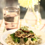 Hribi la gratar cu quinoa si broccoli