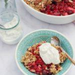 Crumble cu fructe de padure, ovaz si quinoa